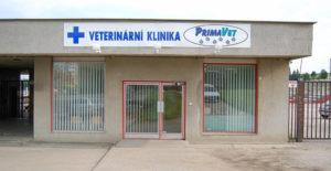 Vchod do veterinární kliniky PrimaVet.